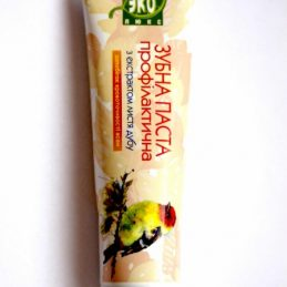 Natural Toothpaste with an extract of oak leaves